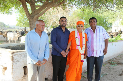 His Divine Holiness Acharya Swamishree blesses disciples who have sponsored the feed for the farm animals
