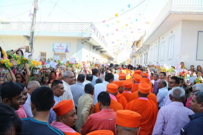 Sants and hundreds of disciples fill the streets of Bharasar as the procession proceeds from Shree Purushottam Pragatya Dham to Shree Swaminarayan Mandir Bharasar