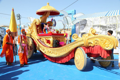 His Divine Holiness Acharya Swamishree blesses all seated on the magnificent golden chariot