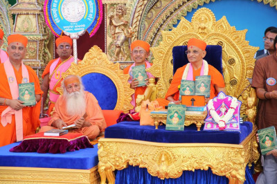 His Divine Hioliness Acharya Swamishree officially releases the publication Shree Satsang Mahasabha