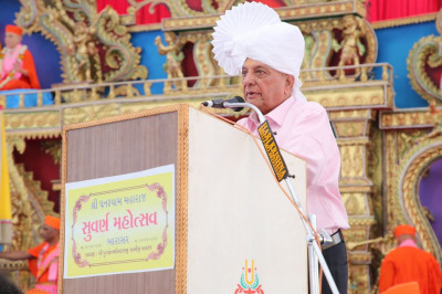 Vasentbhai B. Patel addresses all and sings a new devotional composition with the assembly