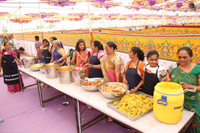 Disciples serve prasad lunch