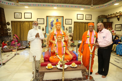 His Divine Holiness Acharya Swamishree blesses disciples and honoured guests inside Shree Purushottam Pragatya Dham