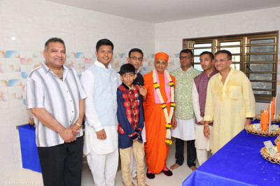 His Divine Holiness Acharya Swamishree blesses disciples