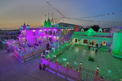 The stunning Shree Swminarayan Mandir Bharasar gentlemen and ladies mandirs