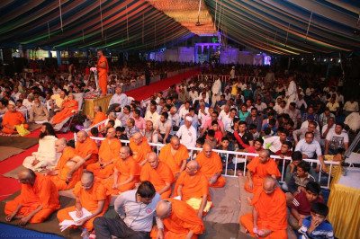 Sants and thousands of disciples gather to enjoy the evening devotional drama programme