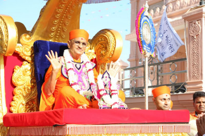 His Divine Holiness Acharya Swamishree blesses all seated in the golden chariot
