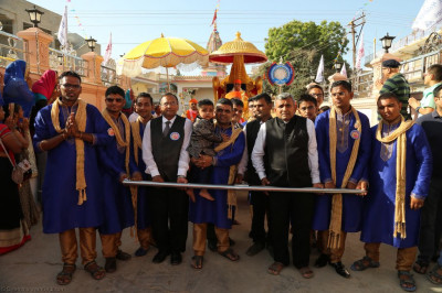 Disciples pull the golden chariot from Shree Swaminarayan Mandir Bharasar to the grand assembly