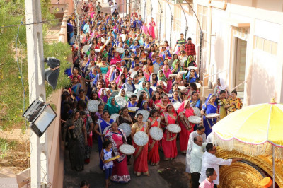 Disciples carry gifts for Lord Shree Swaminarayanbapa Swamibapa