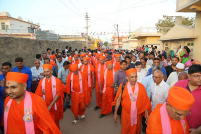 Sants and thousands of disciples take part in the procession thrpough the village