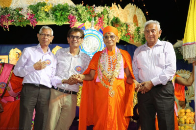 His Divine Holiness Acharya Swamishree blesses disciples who have sponsored the celebrations