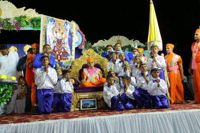 His Divine Holiness Acharya Swamishree blesses very young disciples who performed the devotional dance