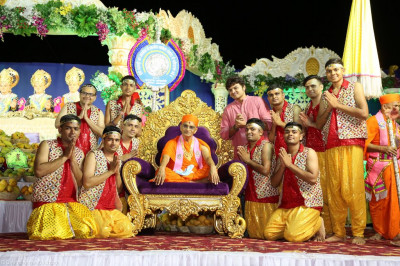 His Divine Holiness Acharya Swamishree blesses disciples who performed the devotional dance