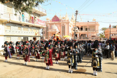 Shree Muktajeevan Swamibapa Pipe Band India, Nairobi, London, Bolton, and USA perform starting outside the mandir