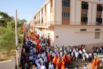 Sants and hundreds of disciple take part in the procession to the grand assembly