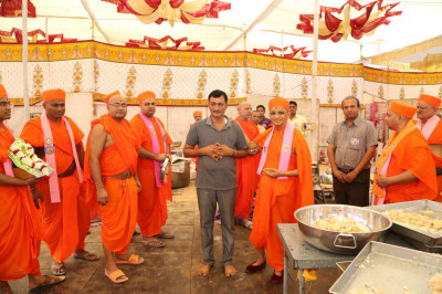 His Divine Holiness Acharya Swamishree blesses the catering personnel
