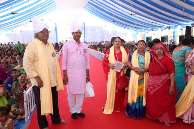 Disciples present prasad shawls and prasad to the honoured guest