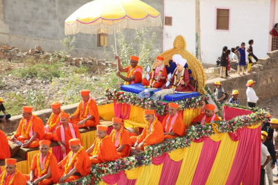 Divine darshan of Jeevanpran Shree Abji Bapashree and Jeevanpran Shree Muktajeevan Swamibapa seated on the float with sants