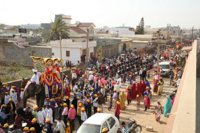 The grand procession stretches into the horizon