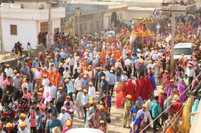 Thousands of disciples take part in the grand procession