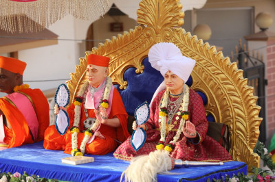 Divine darshan of Jeevanpran Shree Abji Bapashree and Jeevanpran Shree Muktajeevan Swamibapa seated on the float