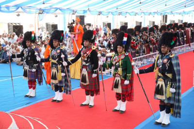 All five Shree Muktajeevan Swamibapa Pipe Bands perform