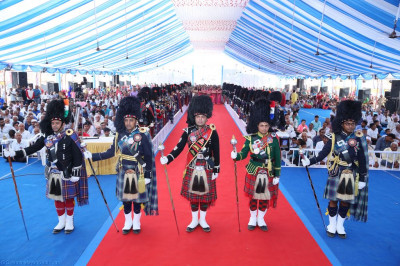 All five Shree Muktajeevan Swamibapa Pipe Bands from India, Nairobi, London, Bolton and USA perform