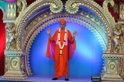 Divine darshan of His Divine Holiness Acharya Swamishree on stage