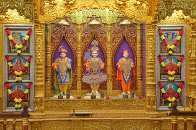 Divine darshan of Lord Shree Swaminarayan, Jeevanpran Shree Abji Bapashree and Jeevanpran Shree Muktajeevan Swamibapa and the divine guruparampara of Lord Shree Swaminarayan at Shree Swaminarayan Mandir Bharasar