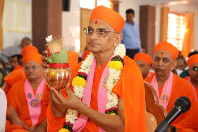 His Divine Holiness Acharya Swamishree performs the murti installation poojan ceremony