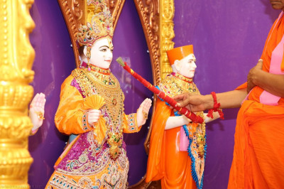 His Divine Holiness Acharya Swamishree performs the murti installation of Lord Shree Swaminarayan