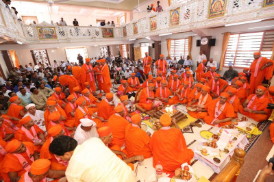 His Divine Holiness Acharya Swamishree performs the murti installation yagna ceremony
