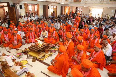 His Divine Holiness Acharya Swamishree completes the murti installation yagna ceremony