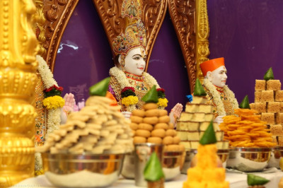 Divine darshan of Lord Shree Swaminarayanbapa Swamibapa dining on the annakut of sweet and savoury items lovingly prepared by sants disicples from Bharasar, India, Nairobi, London, USA and other locations around the world