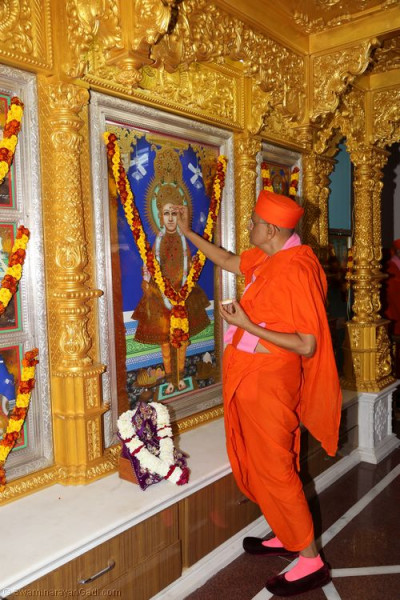 His Divine Holiness Acharya Swamishree performs poojan