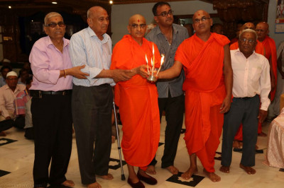 His Divine Holiness Acharya Swamishree and disciples performs aarti