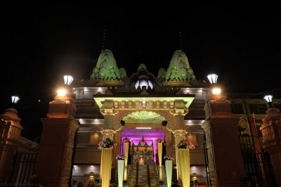 The grand majestic Shree Swaminarayan Mandir Delhi