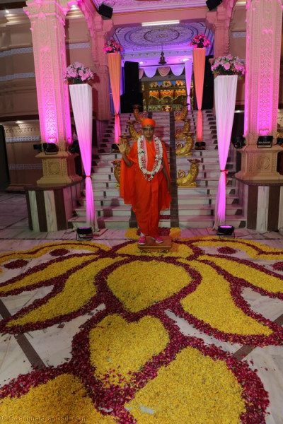 His Divine Holiness Acharya Swamishree blesses all at the entrance of Shree Swaminarayan Mandir Delhi