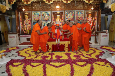 His Divine Holiness Acharya Swamishree blesses sants