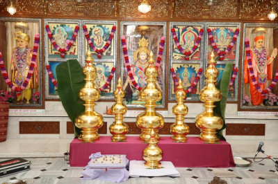 The new mandir golden kalashs are presented to the Lord