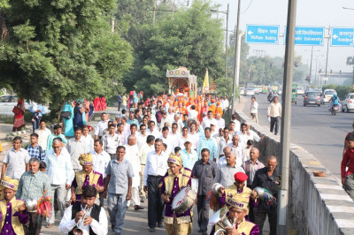 Hundreds of disciples take part in the grand city procession