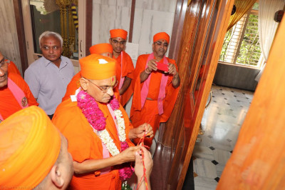 His Divine Holiness Acharya Swamishree officially releases the sacred red thread from the new doors of Shree Swaminarayan Mandir Delhi