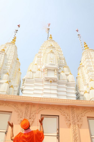 His Divine Holiness Acharya Swamishree unveils each new mandir flag