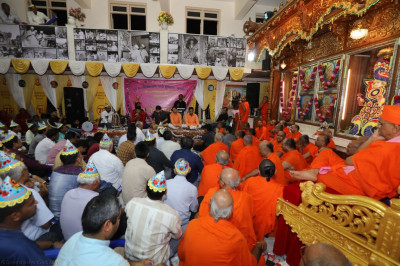 His Divine Holiness Acharya Swamishree, sants and disciples enjoy the devotional song performances