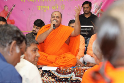 Sants perform devotional songs to please Lord Shree Swaminarayanbapa Swamibapa