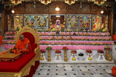 Divine darshan of His Divine Holiness Acharya Swamishree with Lord Shree Swaminarayanbapa Swamibapa and the magnificent annakut of sweet and savoury items