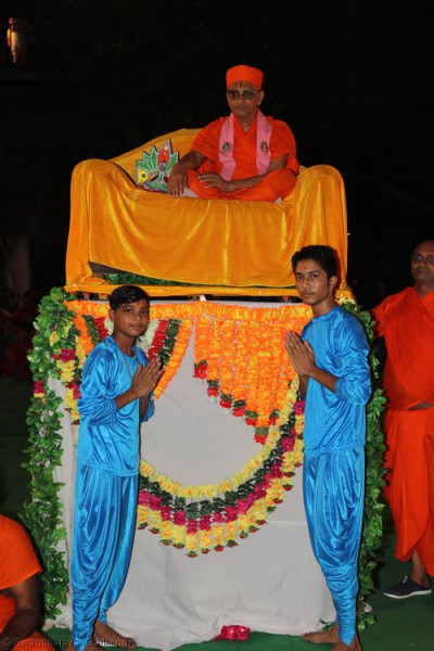 His Divine Holiness Acharya Swamishree blesses young disciples who performed the devotional dances