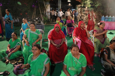 Disciples and Sankhya Yogi ladies enjoy the evening devotional programme