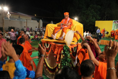 Divine darshan of Acharya Swamishree Maharaj as sants and disciples dance during the  raas