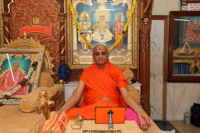 Divine darshan of His Divine Holiness Acharya Swamishree performing dhyan